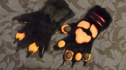 Black and orange handpaws|by Monoyasha